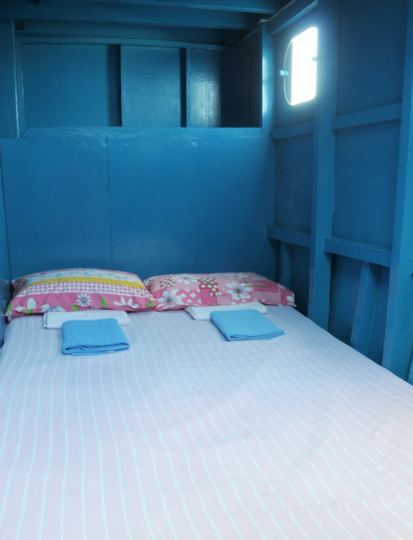 sleeping in bunks on board the dive safari vessel